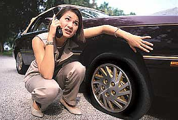flat-tire-miami-beach-girl-phone